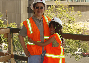 Angeles Garcia, woman construction worker, with her daughter