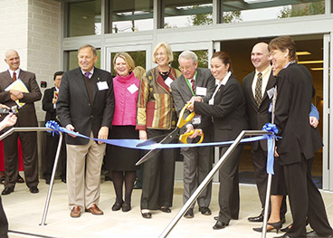 Ribbon cutting of the new Kaiser Permanente Oakland Medical Center.