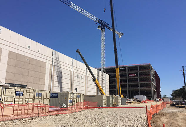 "Crane topping out ""Wings"" building for Southwest Airlines"